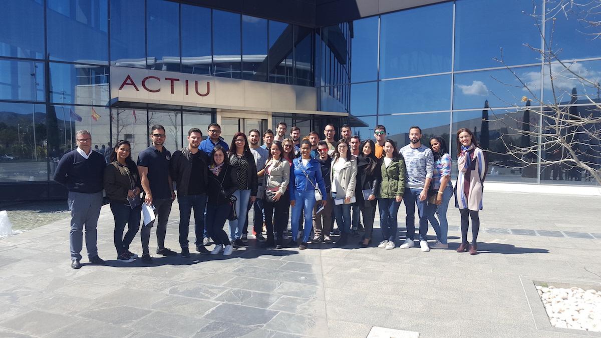Los alumnos de MUIOL visitan la empresa ACTIU