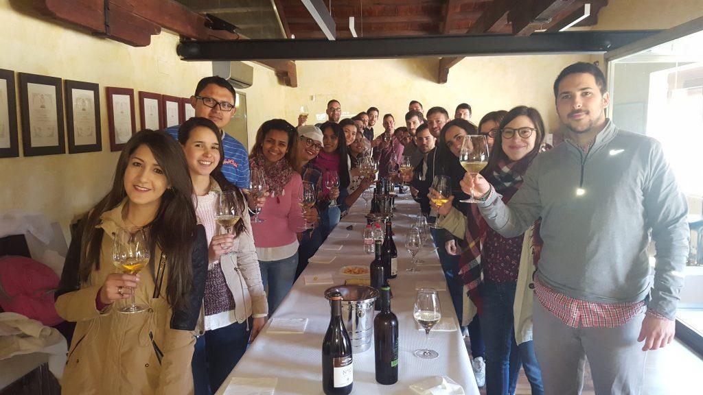 Los alumnos del MUIOL visitan la cooperativa vinícola La Viña de la Font de la Figuera